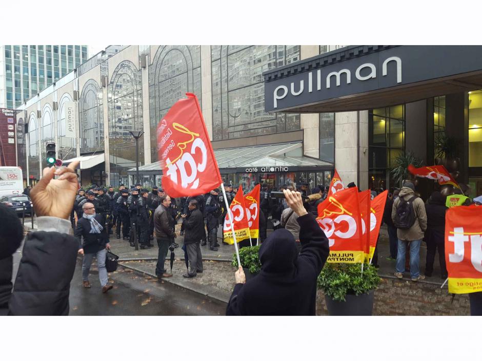 On bosse au PULLMAN, on reste au PULLMAN. Manifestation devant le 19 rue du Commandant Mouchotte, Paris 14e, métro Gaité